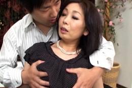 デカ乳輪が卑猥な五十路熟女が巨根中出しセックスで痙攣イキまくり!浅田奈保子2