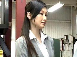 工場視察に来た美人秘書が陵辱され全身汗だく汁まみれでビクビク痙攣!水嶋あずみ