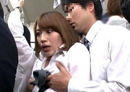 満員電車で強気な勘違いOLが巨根男に制裁されビクビク痙攣アクメ!本田莉子
