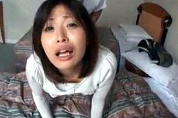 旦那の前で単独さんに寝取られ中出し痙攣イキまくる人妻!山本美和子
