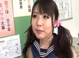 JKデビューしたウブな女の子が学校でやりまくり痙攣アクメ!男子生徒全員のザーメンごっくん!つぼみ