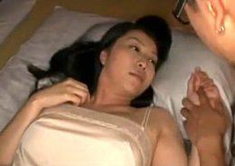 色っぽい兄嫁を夜這いして兄貴の隣で寝取る!中出しで2人同時にビクビク痙攣!