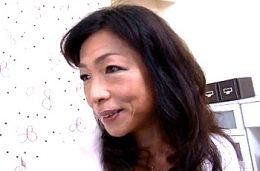 童貞チンポで中出しされ大絶叫痙攣する日焼けした五十路熟女!楠田理江子