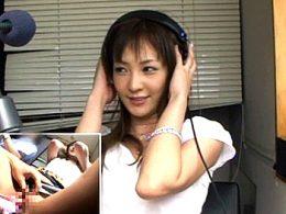 スタイル抜群の美人アナを一般人が集まるラジオ放送中にイタズラ!潮吹き痙攣イカせまくる!楓まお