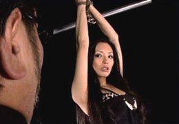 刺青の入った傲慢な美熟女がパイパンにされ強烈快楽拷問で痙攣イカされまくる!