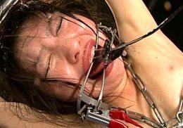 パイパン美人スパイにSM拷問!ギロチン・2穴同時挿入・全身電流責めで泣き叫ぶ!ありさ