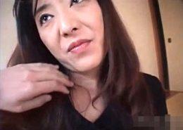 ドスケベな美人妻が巨大クリトリスでビクビク痙攣!工藤朱里