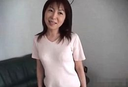 三十路美人妻が自宅浮気エッチで細い体を突かれヒクヒク痙攣!観月ユリ