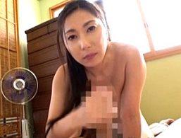 全裸生活する専業主婦が自宅に来た電気屋を痴女って大絶叫痙攣アクメ!横山みれい