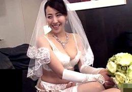 息子の同級生と結婚する美熟女母が潮吹き痙攣イキまくる!ウエディングドレスに白いガーターベルト姿で中出しファック!谷原希美