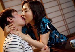 酒に酔ってキス魔になる色っぽい義母!娘の旦那を誘惑してヒクヒク痙攣!吉井美希