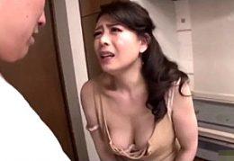 連続中出しされた精子を垂れ流しながら激痙攣イキまくる変態熟女!三浦恵理子