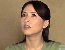 硬いペニスが膣内を擦りあげる快感に病み付きになる熟女母!井上綾子