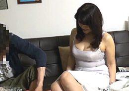 巨乳人妻がイケメン大学生にナンパお持ち帰りされ、硬くて大きなチンポに興奮して中出し浮気エッチ!