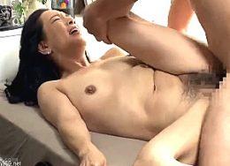 妖艶な高齢人妻がナンパ男の巨根ハードファックで中出しされヒクヒク痙攣!服部圭子