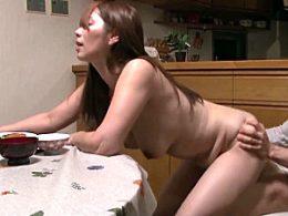 若いエキスを搾り取る肉食熟女の叔母が甥の初物チンポでピクピク痙攣!翔田千里