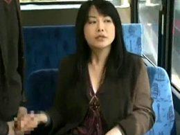四十路の肉食人妻が公衆便所で不倫相手とガクガク痙攣ファック!浅井舞香