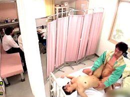 保健室で用務員のおじさんに凌辱され何度もガクガク痙攣イカされまくるJK!河南実里