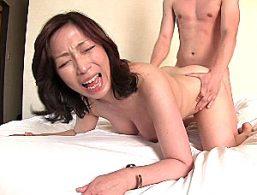 若いイケメンのレンタル彼氏と火遊びする浮気人妻が高速ピストンされ連続痙攣イキまくる!