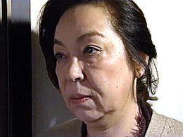 絶倫の出張ホストにハードピストンされガクガク痙攣イキする孫と祖母!大越はるか・三田涼子
