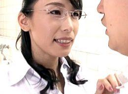 メガネ熟女教師が男子生徒に3P中出し凌辱されプルプル巨乳を揺らし痙攣イキまくる!石田えりこ
