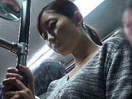 ミニスカ美人若妻がバスの中で凌辱され潮吹き足ガク痙攣!!稲川なつめ