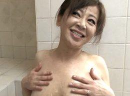 「ダメ死んじゃう〜」垂れ乳の高齢熟女が汗だく絶叫中出しエッチ!寺島千鶴