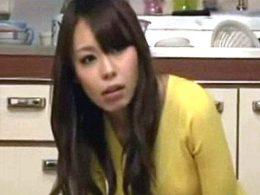 イケメンの父親の部下に恋する女子大生の娘がビクビク痙攣マジイキ連発!桜花えり