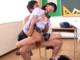 小柄で細身のツインテールJKが教師に突かれガクガク痙攣イキ!栗衣みい