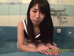 真面目そうなパイパン女子大生がハメ撮りで潮吹きガクガク痙攣イキまくり!永井みひな