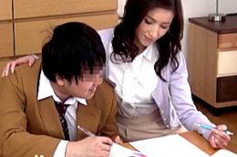 スレンダー美熟女の家庭教師が男子学生を誘惑して連続ビクビク痙攣イキ!美堂かなえ