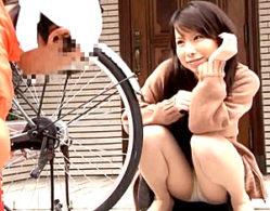 欲求不満の専業主婦が自宅で修理業者をパンチラ誘惑!真昼の情事で顔射を望む破廉恥な人妻達!