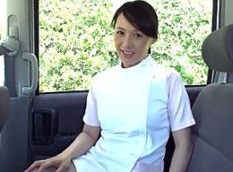 1ヶ月禁欲した五十路美熟女が乱交でザーメン飲みながら汗だく痙攣イキ!安野由美