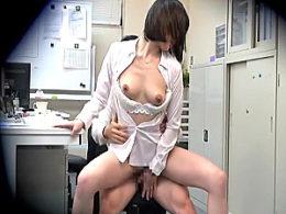 先輩OLが後輩の若い男性社員をオフィスで痴女ってビクビク痙攣!喜多川みのり