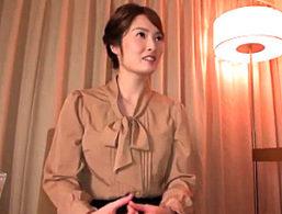 【舞ワイフ】白く透き通った美肌の三十路美人妻が浮気エッチで本気イキ連発!本庄優花
