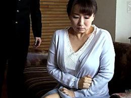 ポッチャリ熟女母が年頃の息子に高速ピストンされ汗だくでビクビク痙攣イキまくり!吉井美希