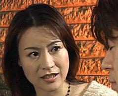 美熟女の母親が年頃の息子と愛し合いビクビク痙攣イキ!有澤かずき