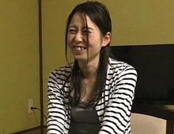 貞操ユルユルの公務員人妻が浮気温泉旅行!貧乳ガリガリボディを痙攣させて中出しマン屁!高木千里