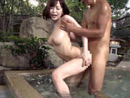 ロケット巨乳の美人妻が解放的な浮気温泉旅行で潮吹きビクビク痙攣イキまくり!篠田ゆう