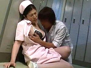 長身大柄な熟女ナースが大絶叫ガクガク激痙攣マジイキ連発!夜勤中に患者に抱かれ欲求不満が大爆発!