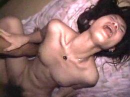 膣奥を激しく突かれ失神寸前で痙攣しながら顔射・中出しされる女達!