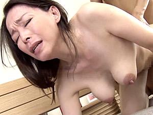 超垂れ乳の五十路美熟女が全身汗だくで痙攣マジイキ連発!若松かをり