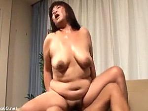 110cm爆乳の高齢熟女が滝汗を流しながら足ガク激痙攣イキ!斉藤ふみえ