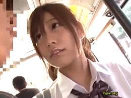 寸止めイタズラで痴女化した美少女JKがバスの中でガクガク痙攣イキ!紺野ひかる