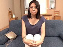 性奴隷志願のドMメガネ人妻が全身に卑猥な落書きをされ足ガク激痙攣イキ!近藤ユキ