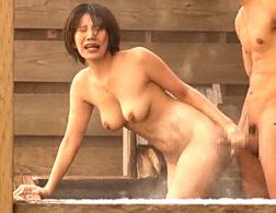 露天風呂で3人の見知らぬ男達に寝取られビクビク痙攣マジイキする巨乳人妻!南せりな・逢乃なのは