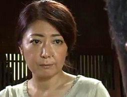 亡き夫の家族に毎晩抱かれ痙攣イカされまくる妖艶な未亡人!紫彩乃・内田美奈子