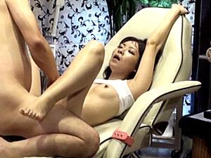 電流マッサージで気が狂う程に痙攣イカされまくり中出しされる人妻!