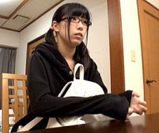 初心でオタクの眼鏡女子大生がハメ撮りエッチでビクビク痙攣イキ!永井みひな