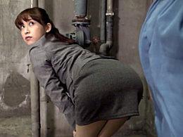 タイトスカートの美人OLが肉体労働者の逞しいチンポで腰入れ尻を激しく突かれビクビク痙攣イキ!篠田ゆう
